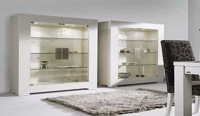 Vitrinas para decorar el sal n muebles belhome for Muebles para cristaleria