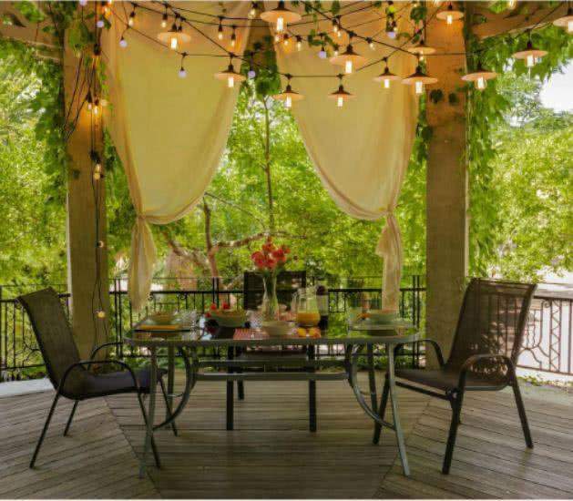 ambiente porche sillas y mesa - Cómo decorar porches y terrazas - noticias, blog | Muebles en Granada