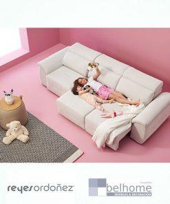 Sofá milano tres plazas deslizantes en habitación decorada reyes ordoñez 247x296 - Muebles en Granada -    Muebles en Granada